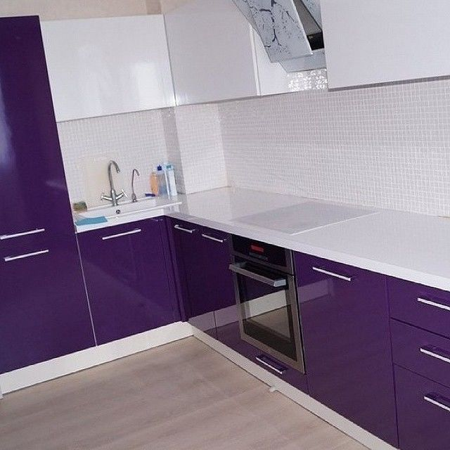 какую-либо кухня фиолетовый низ белый верх фото изголовья кровати