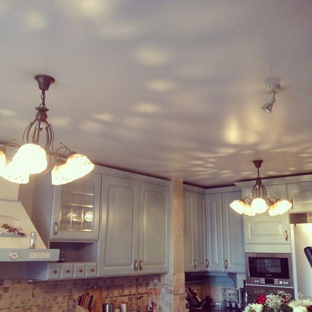 Какой можно сделать потолок в комнате фото 444