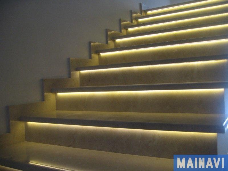 Подсветка ступеней лестницы - фото