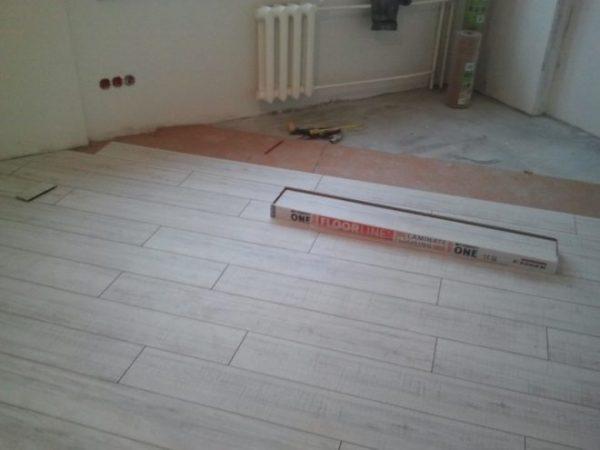 Поверх бетонной стяжки