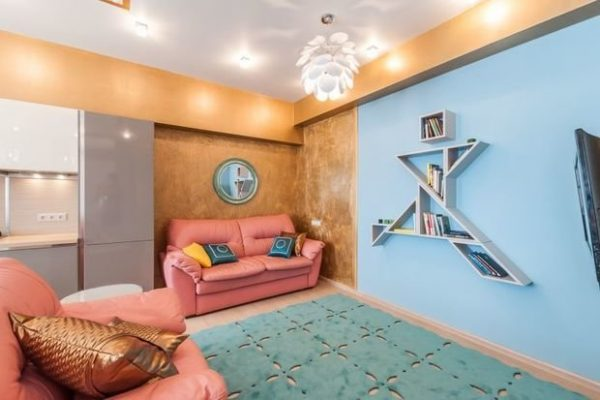 Покрашенные стены в гостиной
