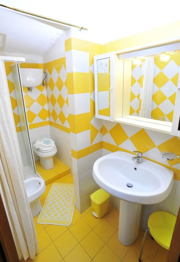Желто-белая плитка