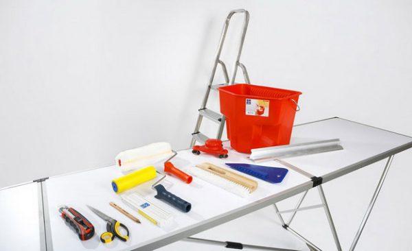 Инструментарий для оклейки потолка