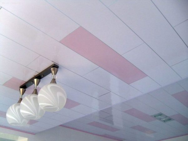 Потолочная отделка пластиковыми листами