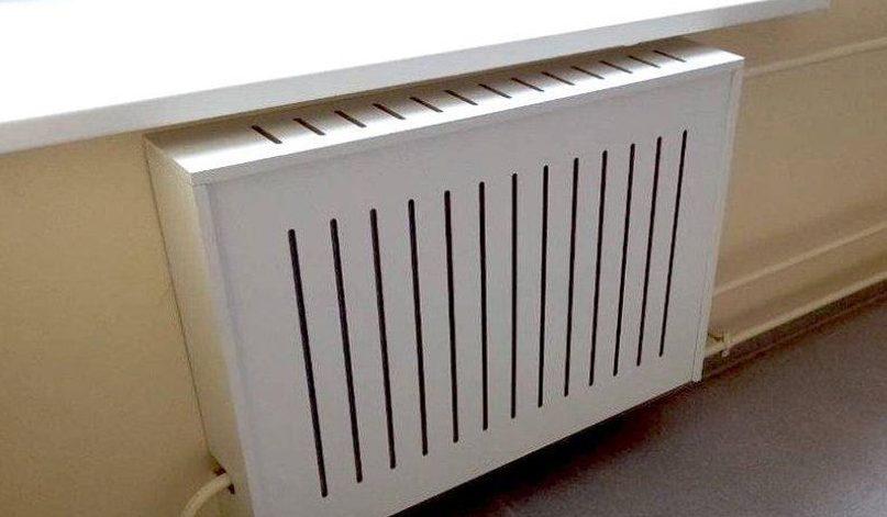 Пластиковая панель для радиатора.