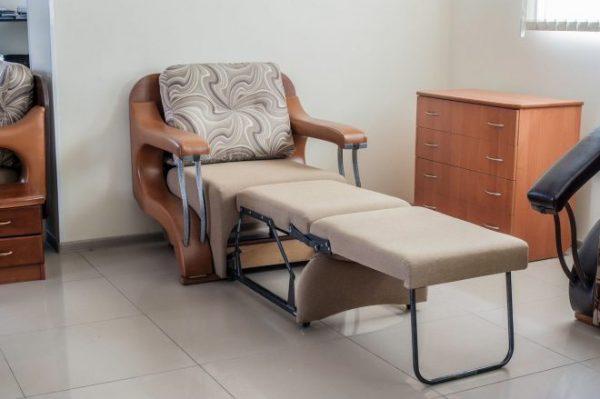 Коричневая кресло-кровать