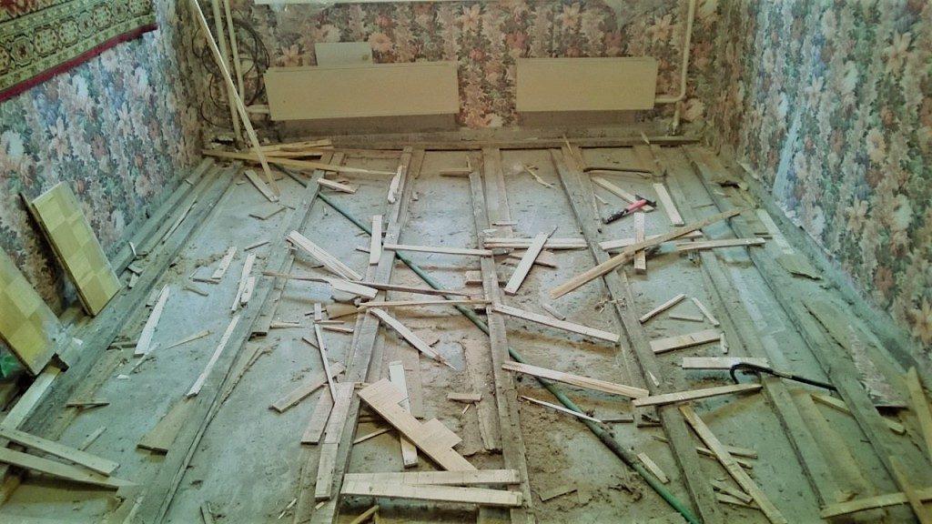 Плохое состояние напольного покрытия