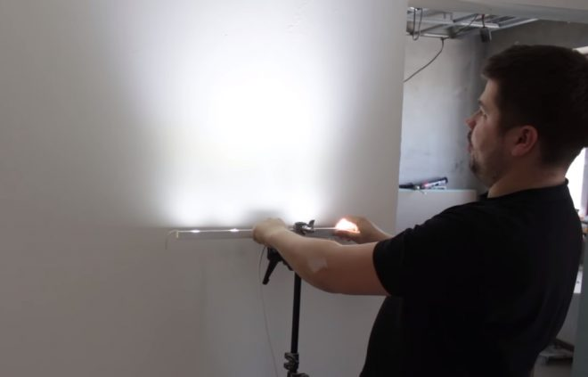 Как шпаклевать стены своими руками под обои и покраску