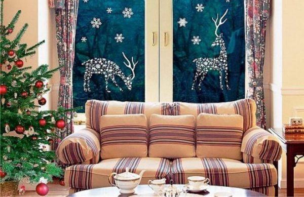 Новогодние олени на окнах