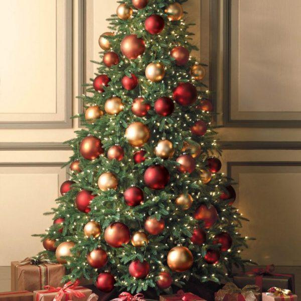 Классика в декоре елки