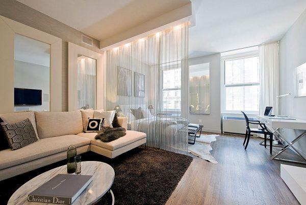 Воздушные занавески в квартире-студии