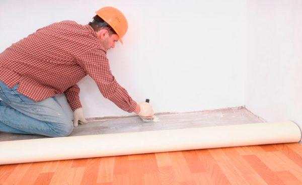 Как правильно стелить линолеум на пол: пошаговая инструкция с фото и видео