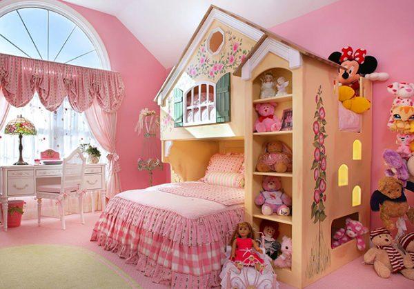 Спальня для девочек в мягких кремовых тонах