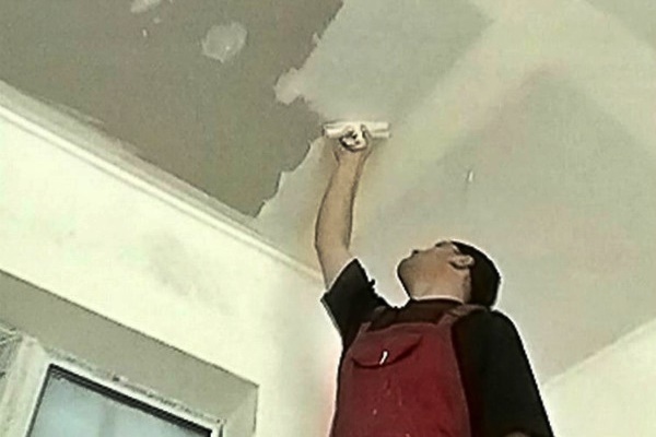Штукатурка потолка своими руками: пошаговая инструкция