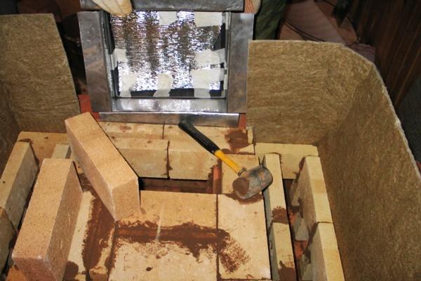 Как сделать камин из кирпича своими руками