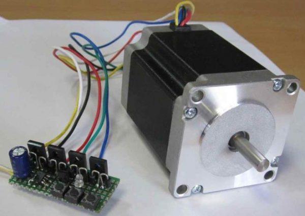 Шаговый двигатель с контроллером