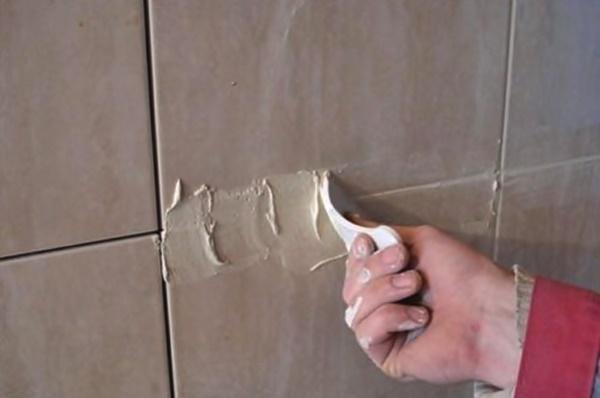 Как делать затирку швов плитки в ванной