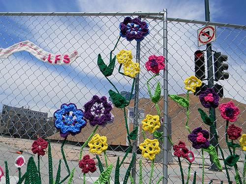 Украшаем садовый участок подручными материалами