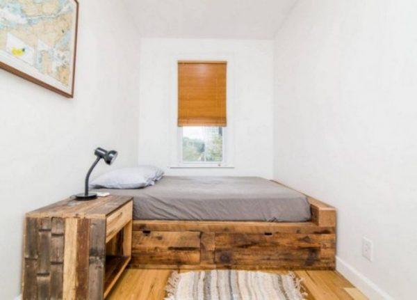 Простая деревянная мебель