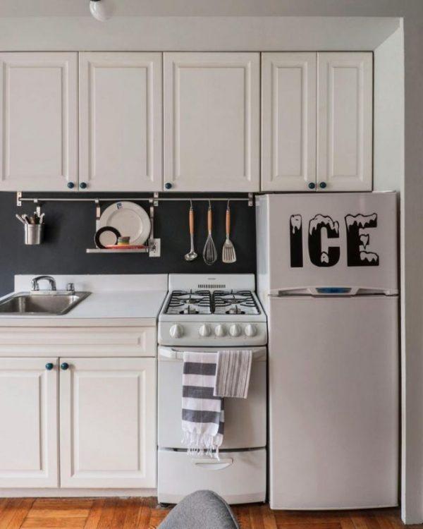 Линейный гарнитур с компактным холодильником