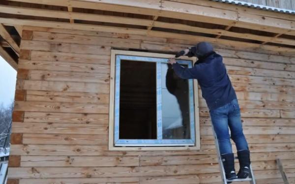Как установить пластиковое окно в деревянном доме