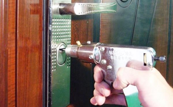 Ремонт замка входной двери своими руками