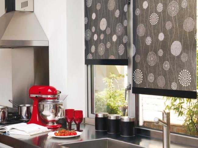 Как оформить кухню с окном в рабочей зоне