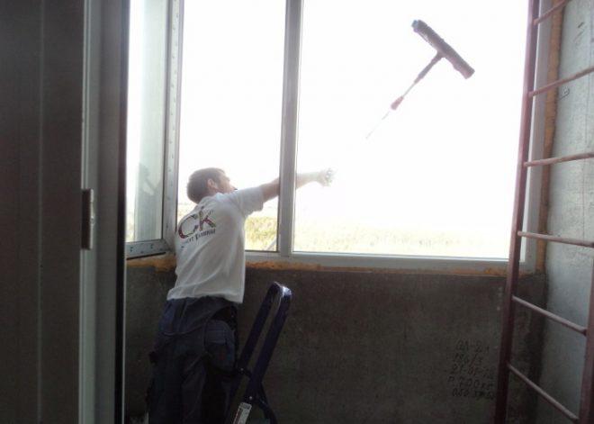 Как помыть окна на балконе снаружи – лучшие способы