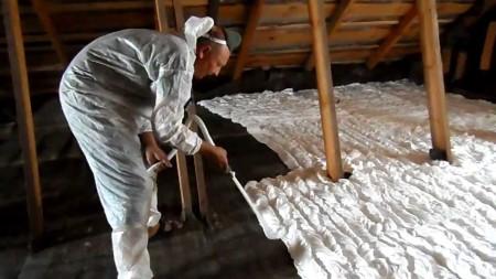 Как утеплить потолок со стороны чердака
