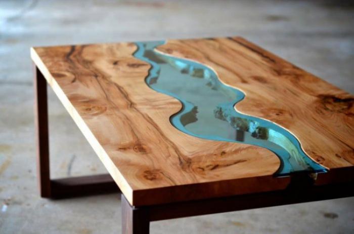 Деревянный стол с эпоксидной смолой