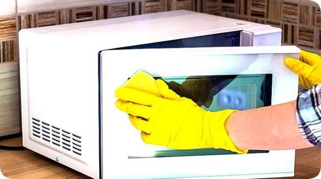 Как почистить микроволновку за 5 минут