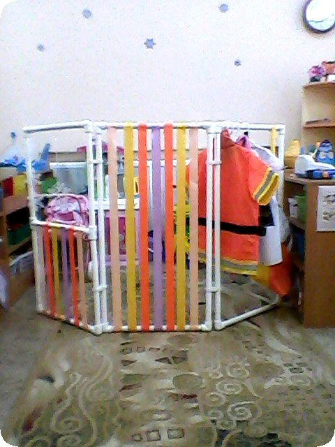 Ширма из пластиковых труб для детского сада