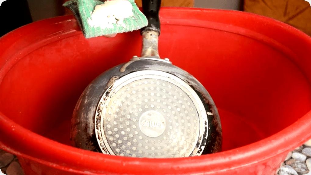 Как почистить сковороду в домашних условиях