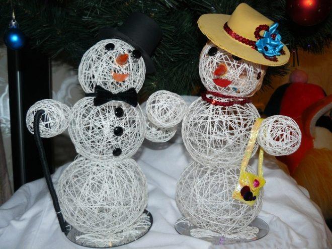 Снеговик из ниток и клея