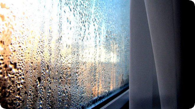 Почему замерзают окна на балконе