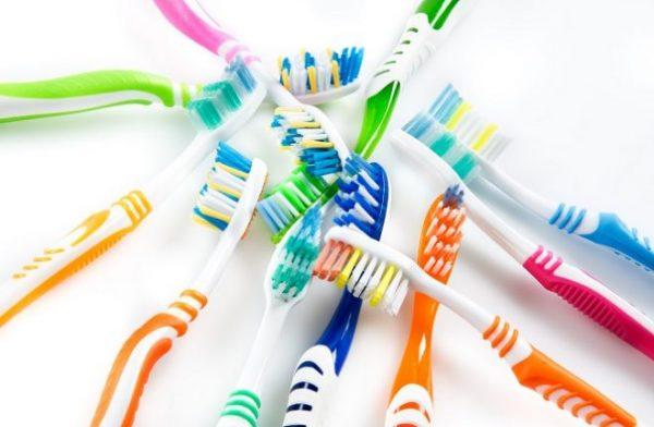 Что сделать из старых зубных щеток