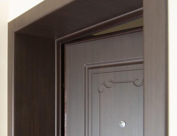 Варианты отделки откосов на входную дверь