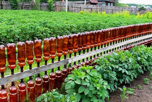 Защищаем грядки от сорняков бордюрами из пластиковых бутылок