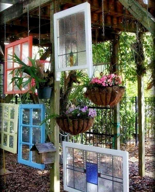 Зонируем садовый участок перегородками из подручных материалов