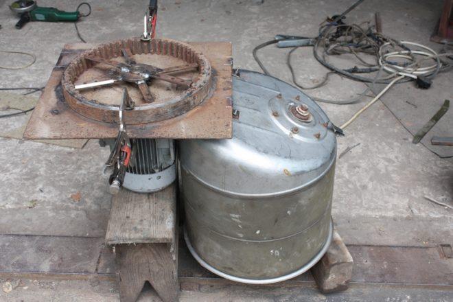 Самодельная зернодробилка из подручных материалов
