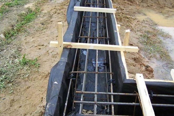 Можно ли заливать фундамент летом в дождь