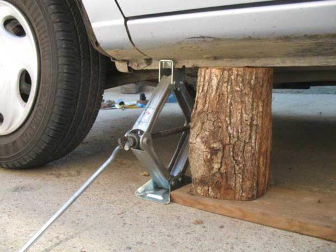 Как поднять авто в гараже без домкрата и ямы
