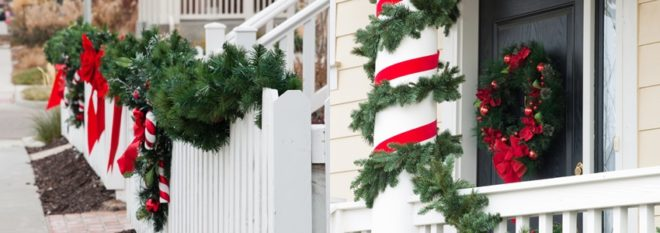 Как украсить фасад и двор частного дома на Новый Год 2020