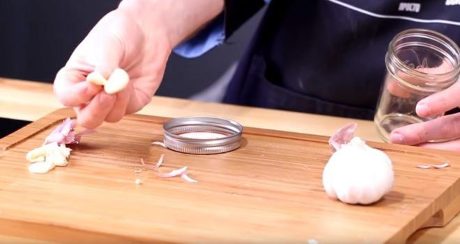Как почистить много чеснока за минуту - Дача