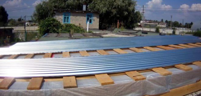 Чем лучше покрыть крышу гаража - самые бюджетные способы