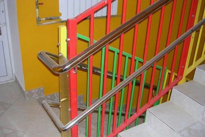 Какой должна быть высота перил у лестницы в частном доме