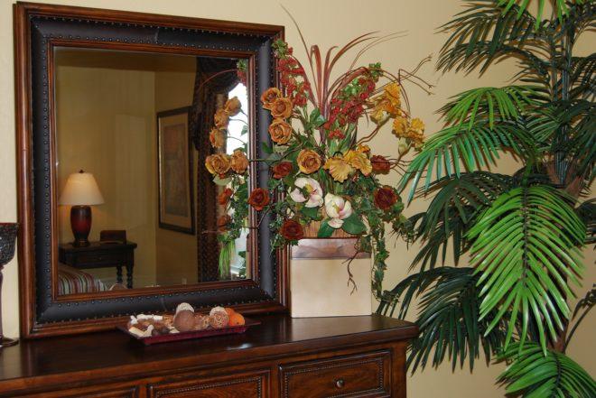 Можно ли вешать зеркало на входной двери по Фен-шуй