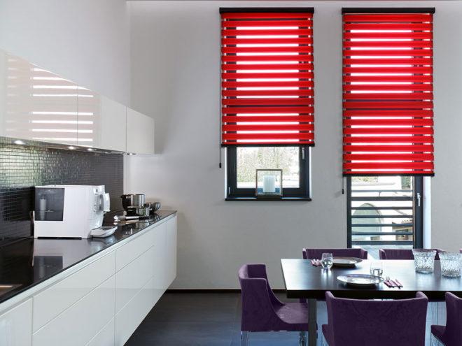 Кухонные шторы с балконной дверью - новые варианты дизайна