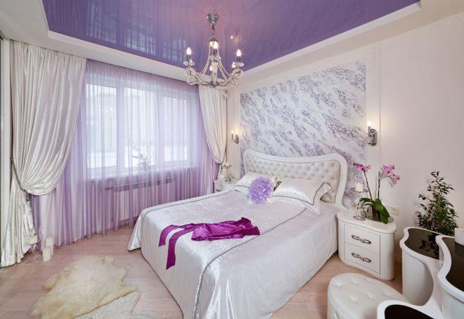 этом картинки штор в спальную комнату к сиренево серебристым обоям три вертикальные полоски