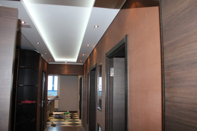 Дизайн потолка в коридоре - новые идеи 2020